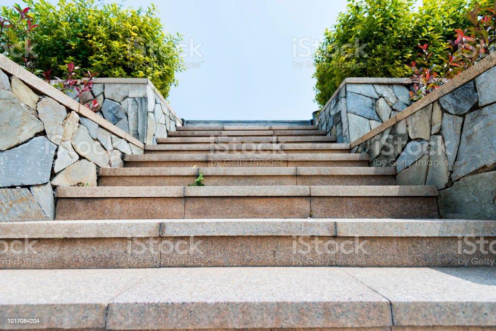 Stein-Treppe im park – Foto