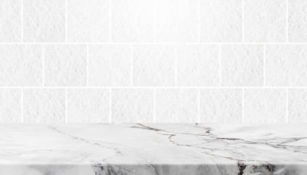 Mesa de piedra y el fondo de piedra de granito gris azulejo pared - foto de stock