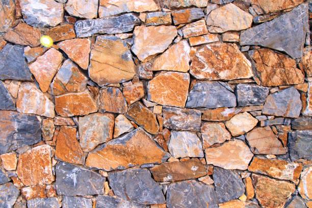 steinmauer hintergrund - steine für gartenmauer stock-fotos und bilder