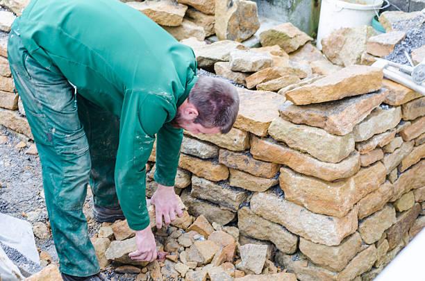 stein mauer, sandstein, drywall - steine für gartenmauer stock-fotos und bilder