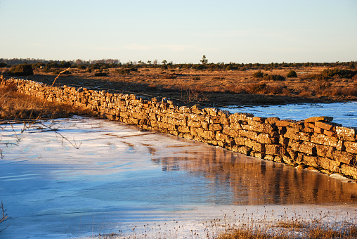 istock Stone wall in a great plain landscape 908017166