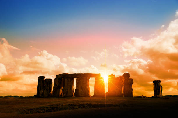 stonehenge at sunset, united kingdom - unesco foto e immagini stock