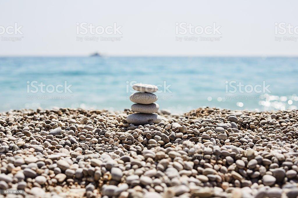 Steine Gleichgewicht am Strand – Foto