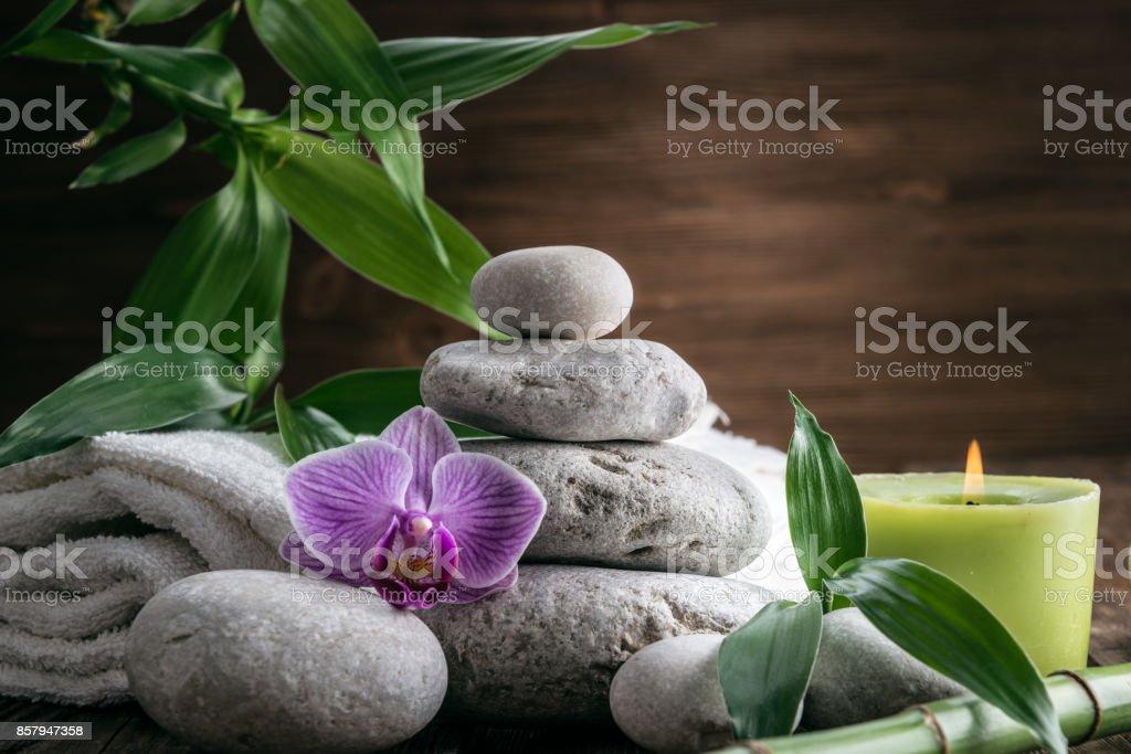 Steinen Heisse Stein Orchidee Bambus Und Kerze Zenentspannung Stock
