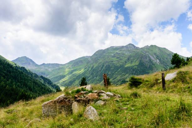 Steinen in den Bergen – Foto