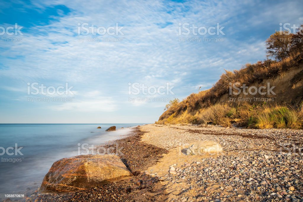 Steinen am Ufer der Ostsee in Elmenhorst, Deutschland – Foto