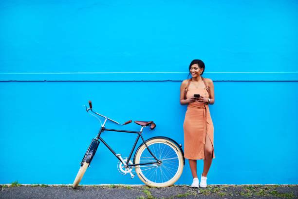 pare e conecte-se com seu entorno - lifestyle color background - fotografias e filmes do acervo