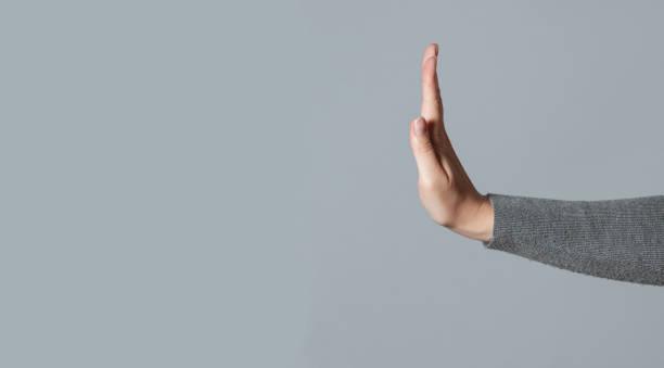 deja de hacer gestos. - stop sign fotografías e imágenes de stock