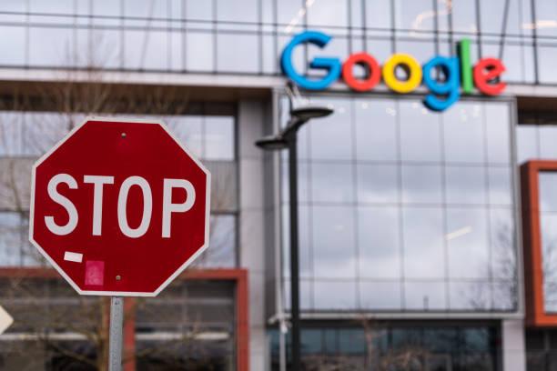 stop - big tech foto e immagini stock
