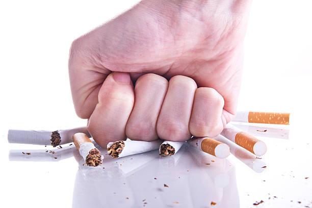 Dejar de fumar. - foto de stock