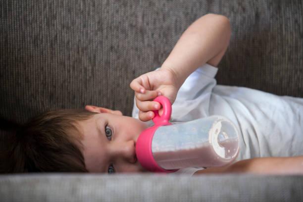 Aufhören, Babyflaschen-Konzept zu verwenden – Foto