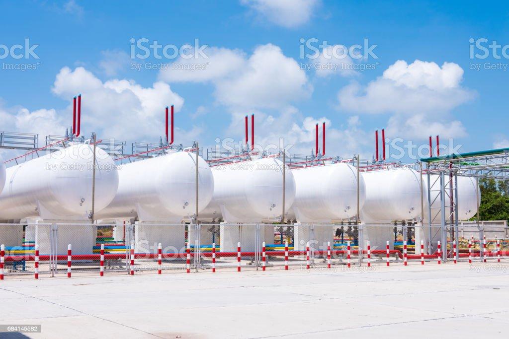 opslag van benzine in de horizontale tanks en pijpleidingen royalty free stockfoto
