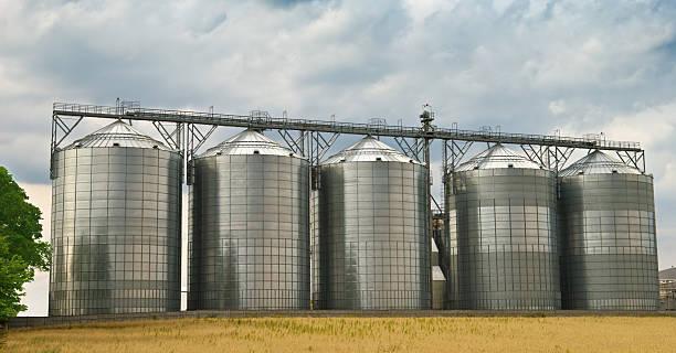 Tanques de almacenamiento - foto de stock