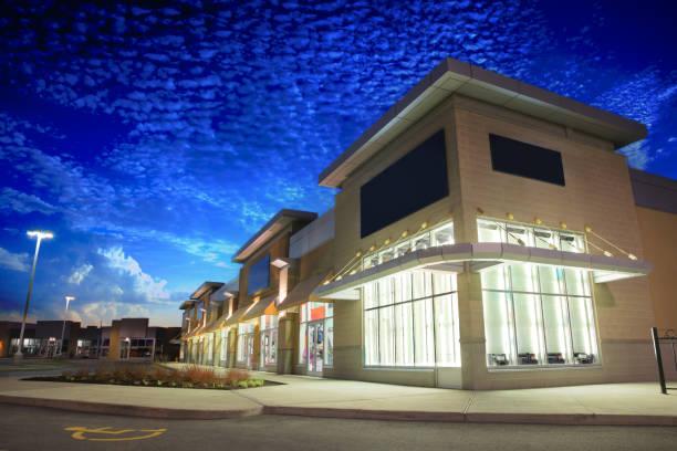 Store Building Exteriors bei Sunrise – Foto