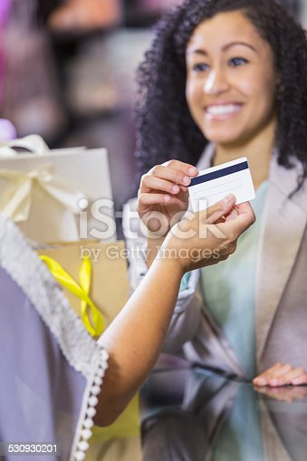 istock Store cashier taking credit card payment from customer 530930201