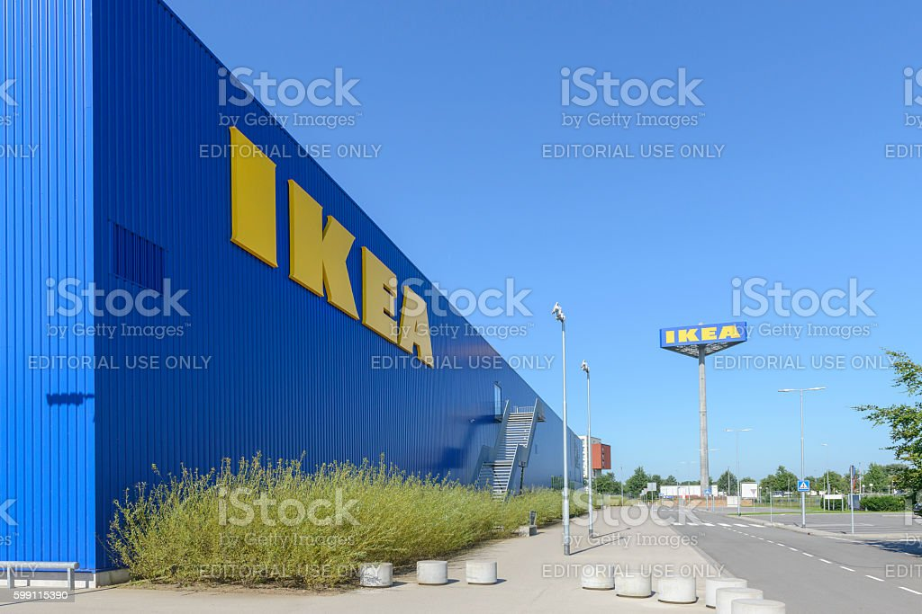 Ikea Feiertage ikea store with the ikea name in yellow and blue stock fotografie