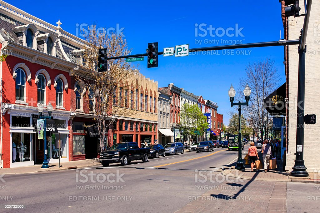 Stores on main street in downtown Franklin, Tennessee. bildbanksfoto
