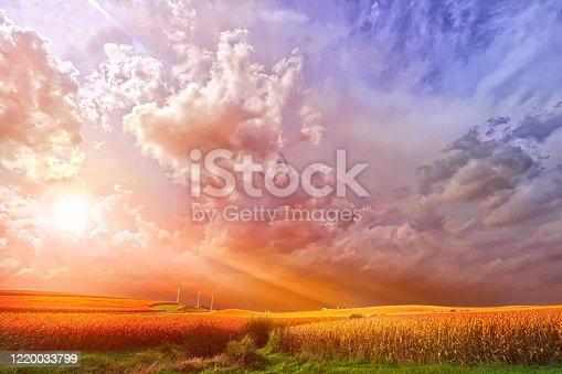istock Storm approaching prairie farmhouse 1220033799