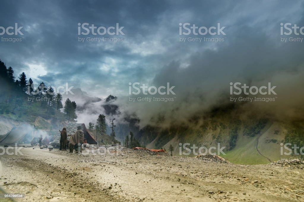 Gewitterwolken über Himalaya-Gebirge. – Foto