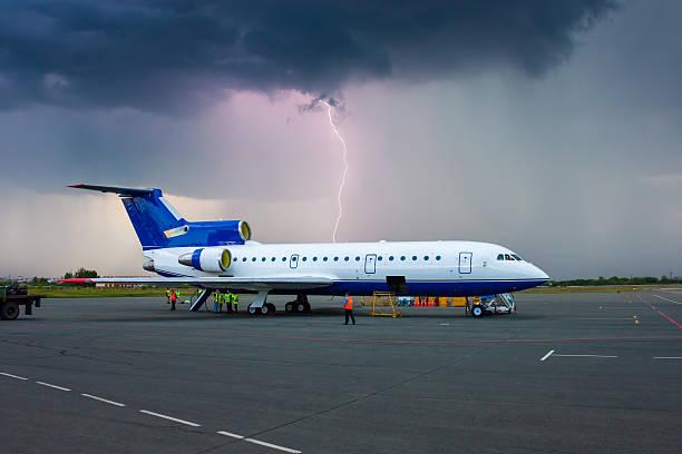 Sturm in eine provinzielle Flughafen – Foto