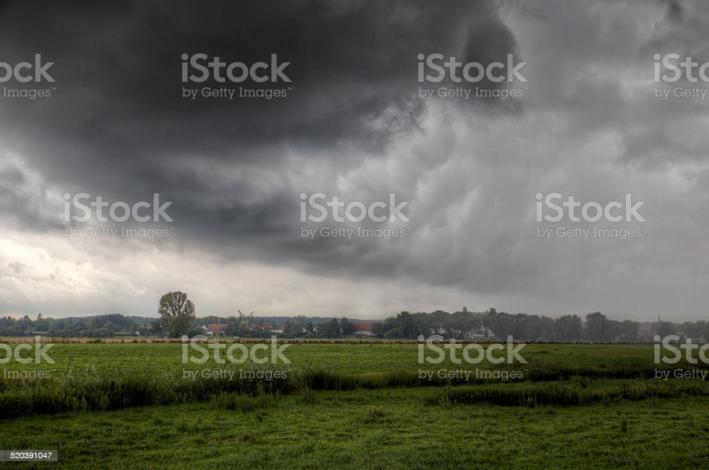 Storm über einem village – Foto