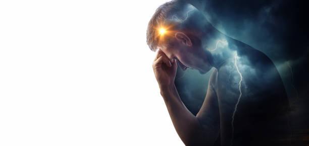 storm himlen med blixtar och solen på bakgrunden av silhuetten av en man. - kronisk sjukdom bildbanksfoton och bilder