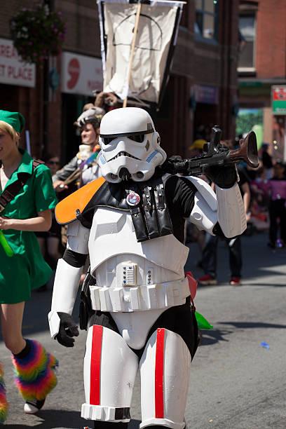 storm trooper im pride parade - faschingskostüme star wars stock-fotos und bilder