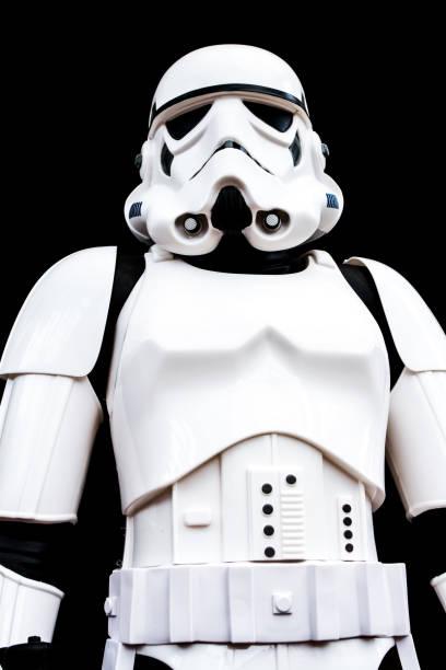 stormtrooper portrait - faschingskostüme star wars stock-fotos und bilder