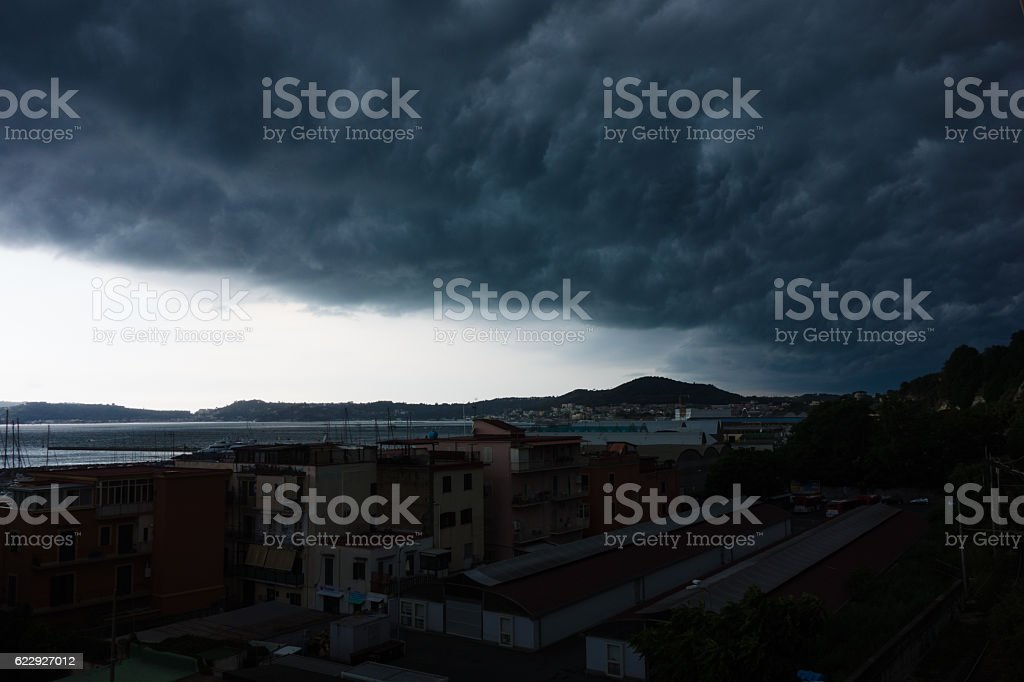Stormy Dramatic Cloudscape in the bay of Naples, Italy - foto stock