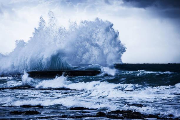 Stürmische Ozeanwellen – Foto