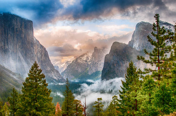 Stormy Yosemite Valley The iconic view from Tunnel View of the majesty of Yosemite National Park on a stormy early sping evening. el capitan yosemite national park stock pictures, royalty-free photos & images