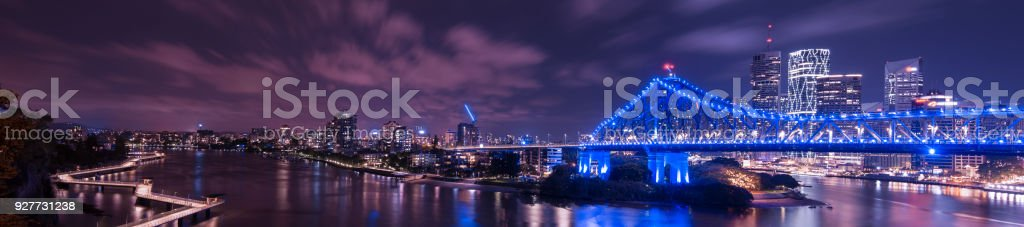 Story Bridge, river and Newfarm Riverwalk in Brisbane, Queensland stock photo