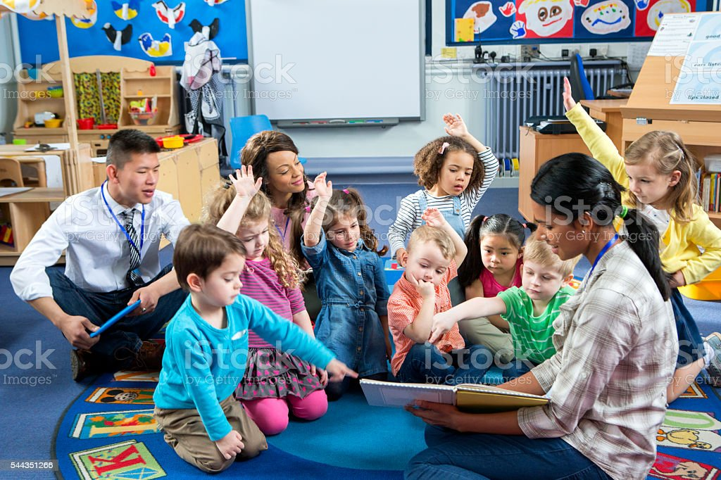 Storytime at Nursery - foto de stock