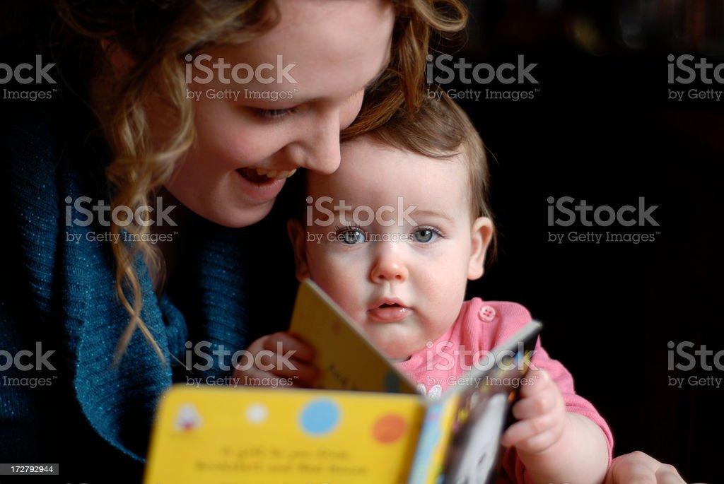 Geschichtenerzählen mit baby 3 – Foto