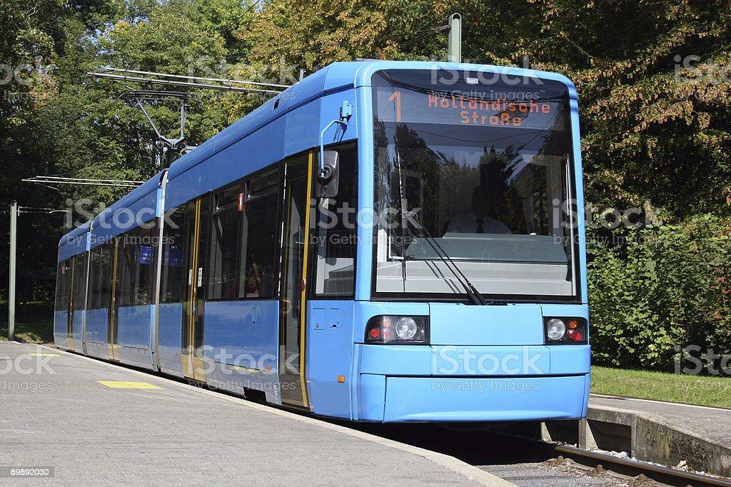 Stra?enbahn / Tram in Kassel Wilhelmsh?he an der Haltestelle royalty-free stock photo