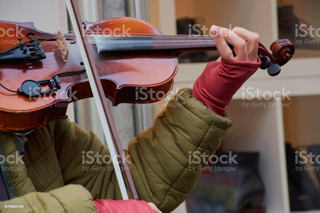 Straßenmusiker Violinist Ausschnitt stock photo