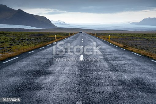 istock Straight Asphalt Road in Iceland 915220046