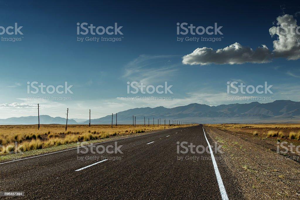 Straight road goes to horizon and moutains Lizenzfreies stock-foto