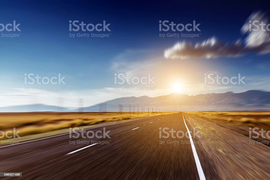 Straight road goes to mountains and horizon Lizenzfreies stock-foto