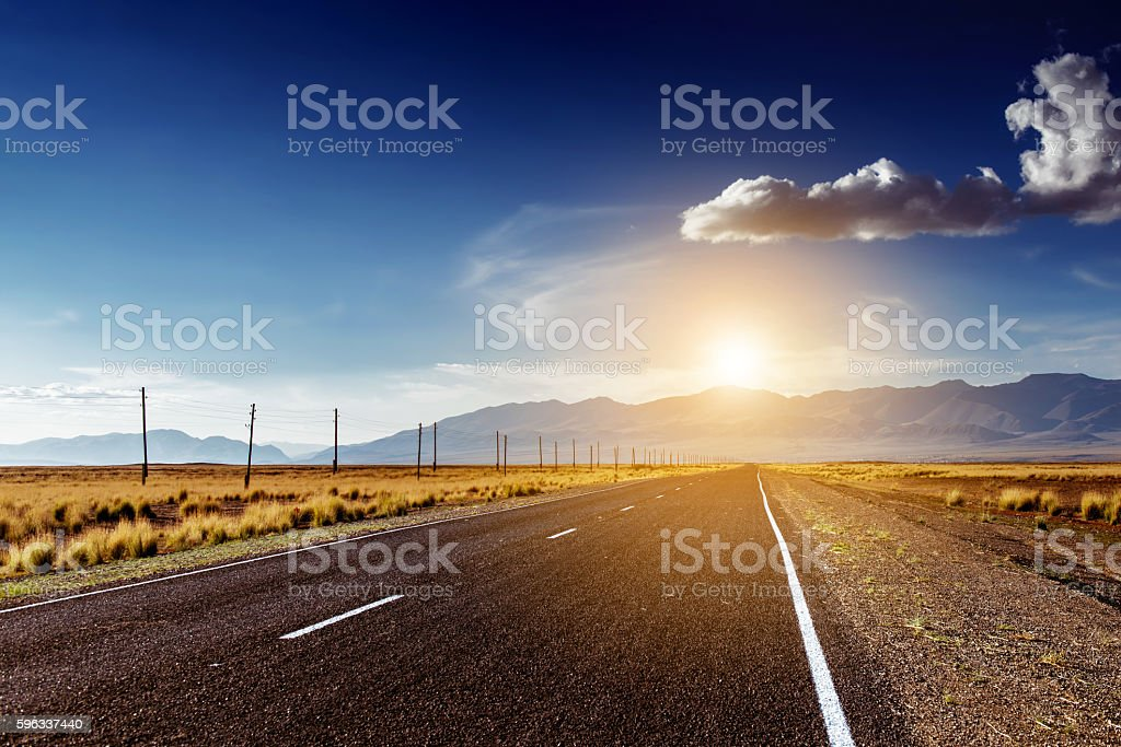 Straight road in mountains concept Lizenzfreies stock-foto