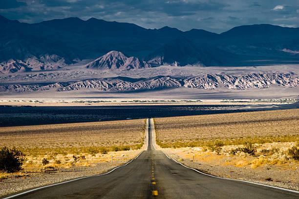 Route dans le désert de Death Valley - Photo