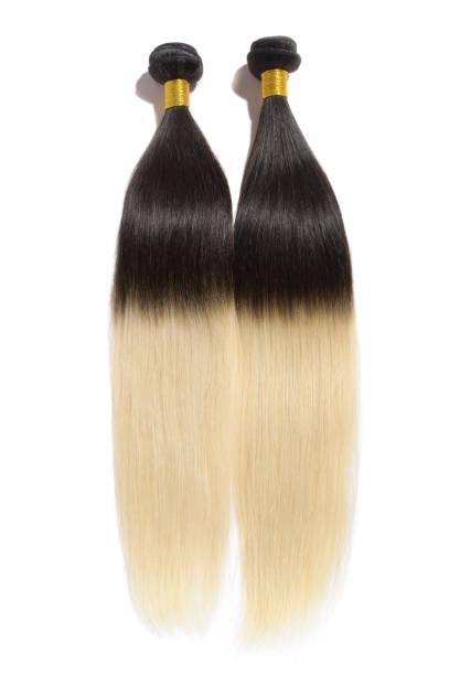 gerade zwei ton ombre schwarz mit blondes echthaar weben erweiterung bundles - halbperücke stock-fotos und bilder