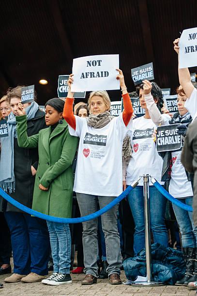 strasbourg bietet stille vigil leben in paris für diesen angriff - free online game stock-fotos und bilder