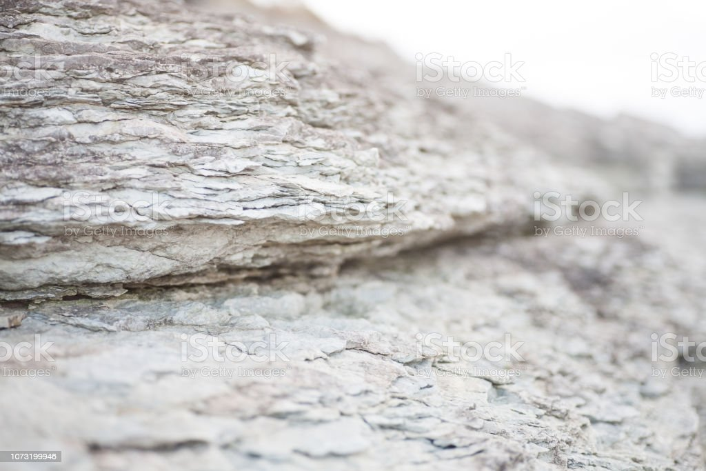 Geschichteten Felsen an der Küste – Foto