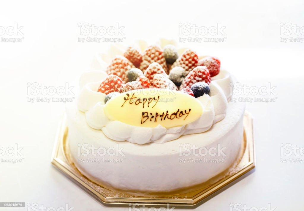 Aardbeien en bosbessen verse room cake geïsoleerd op een witte achtergrond. - Royalty-free Aardbei Stockfoto