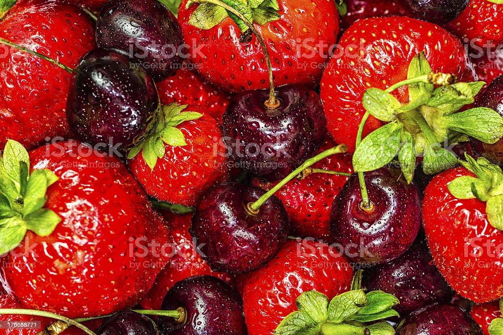 Erdbeeren und Kirschen – Foto
