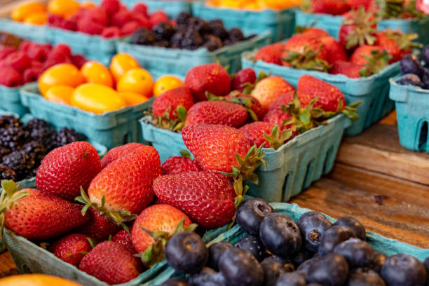 strawberries for sale at farmers market - farmers market stock pictures, royalty-free photos & images