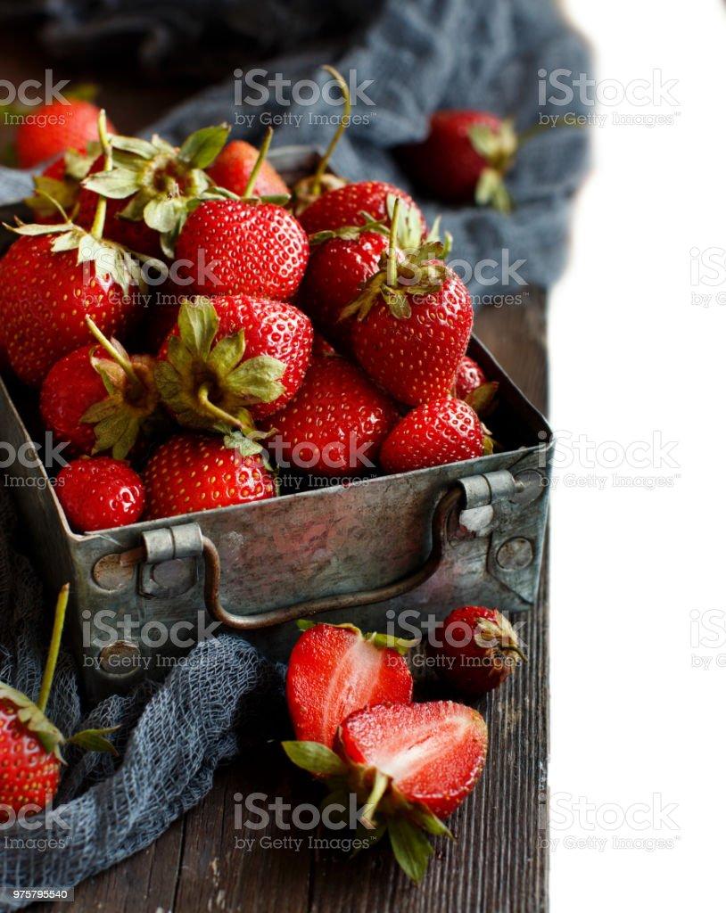 Erdbeeren in einer Box auf einem Tisch - Lizenzfrei Beere - Pflanzenbestandteile Stock-Foto