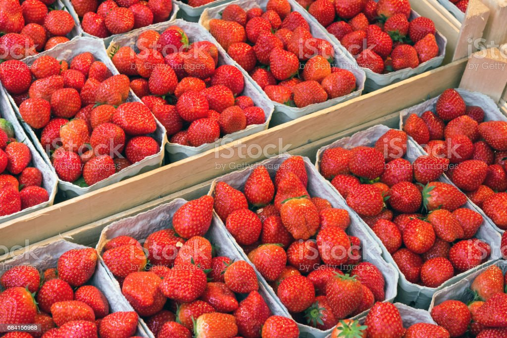 Strawberries in boxes for sale royalty free stockfoto