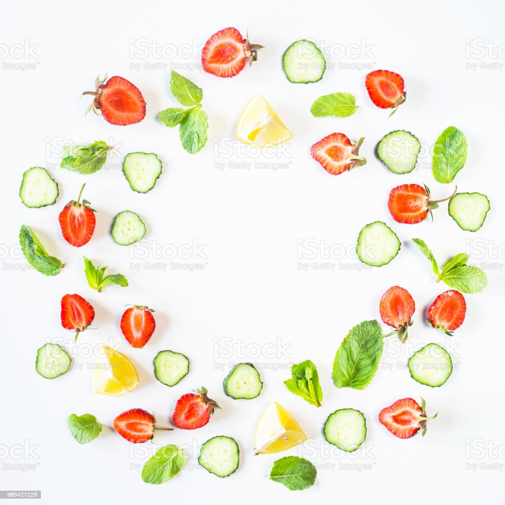 Strawberries, lemon, cucumber and mint are lined in the form of a wreath on a white background. Detox Concept. Top view, flat lay zbiór zdjęć royalty-free